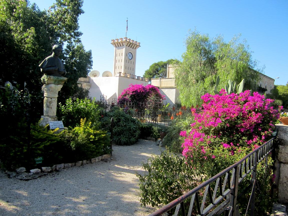 Сад храма Преображения Господня на горе Фавор