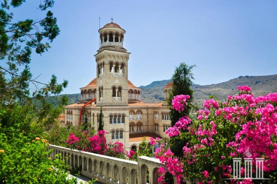 Храм св Нектария в Греция