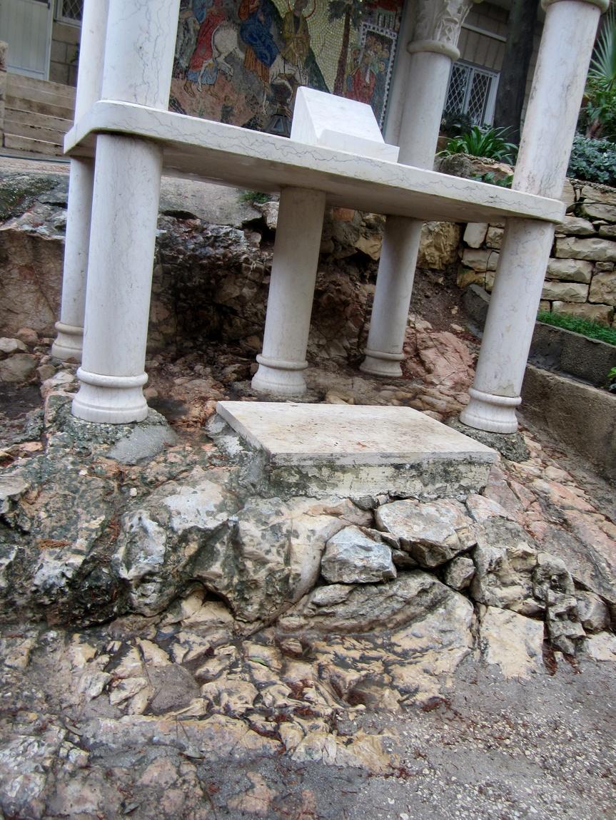 Остатки ступеней, по которым шёл Иисус, когда спускался с горы.