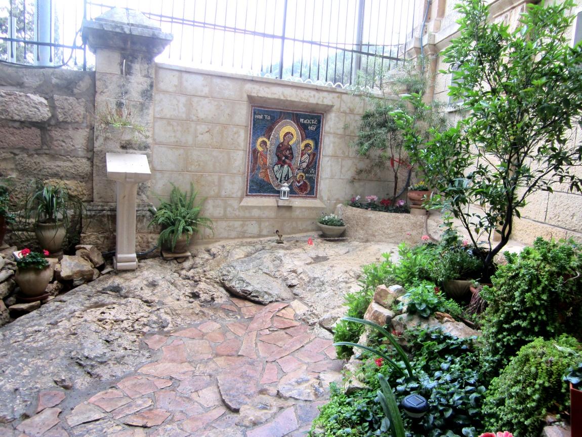 Место, куда по преданию, Богородица уронила Свой пояс