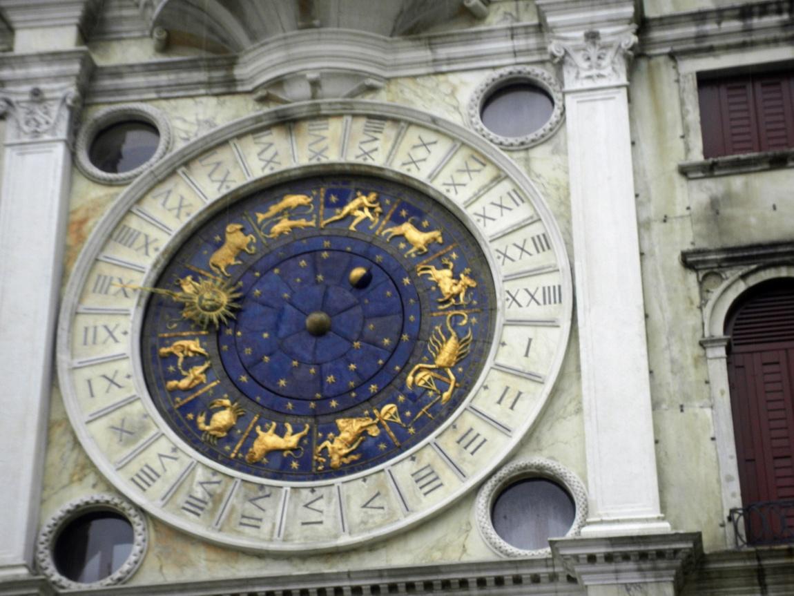 Знаменитые часы на часовой башне в Венеции
