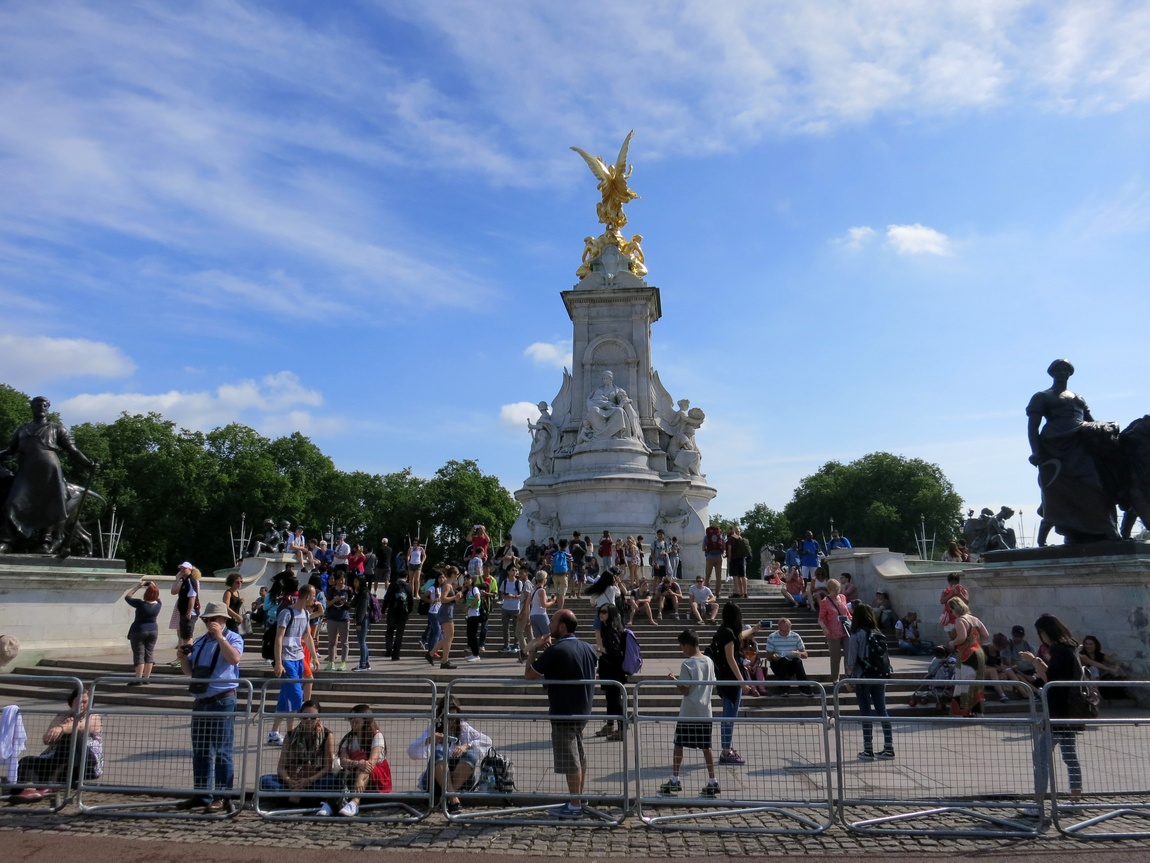Площадь перед дворцом королевы Англии