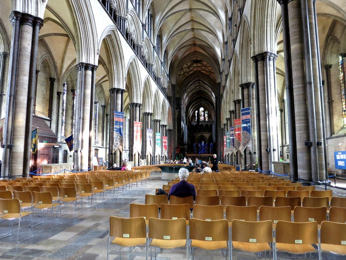 Интерьер собора Солсбери