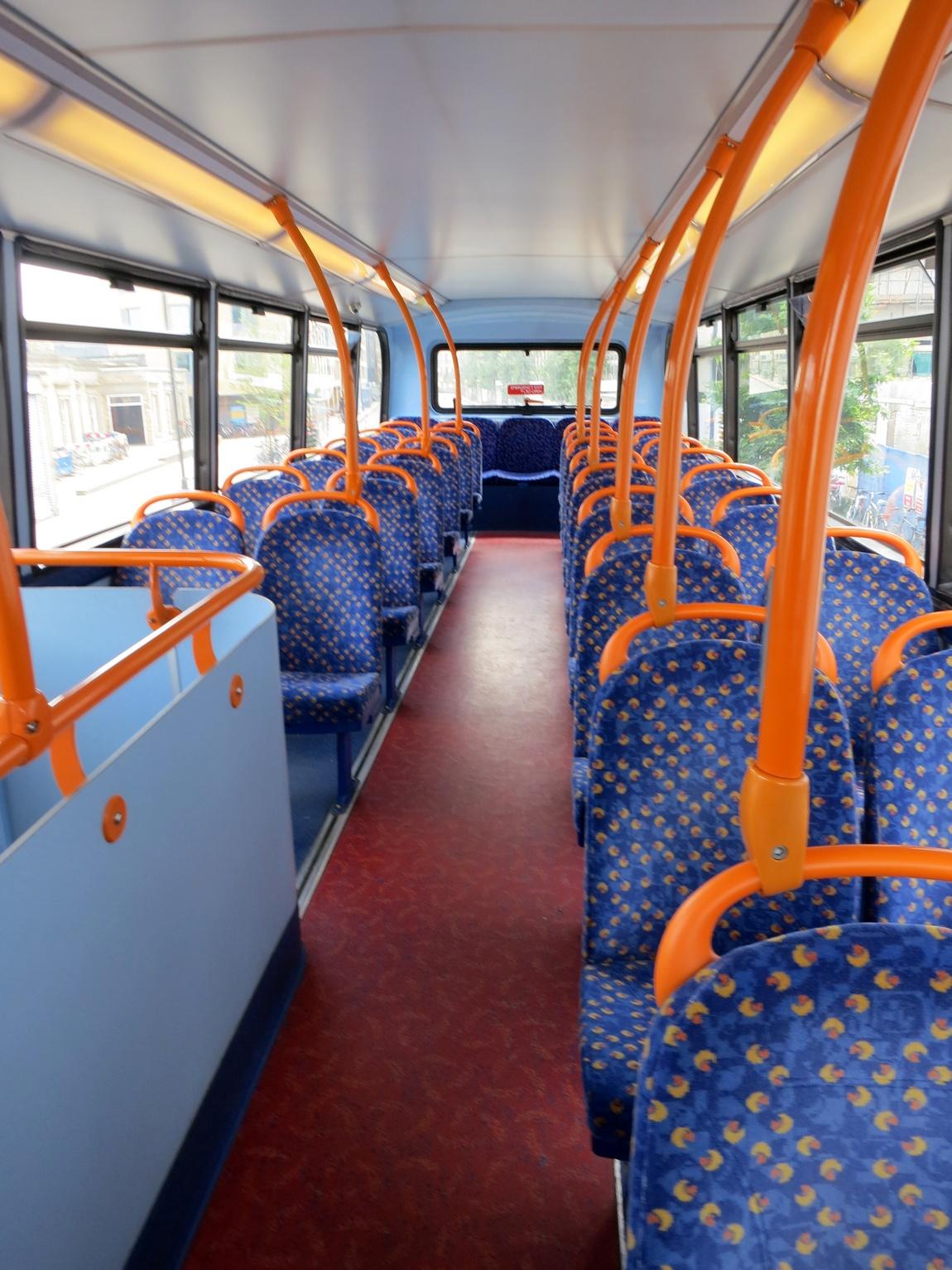 Двухярусный автобус в Англии