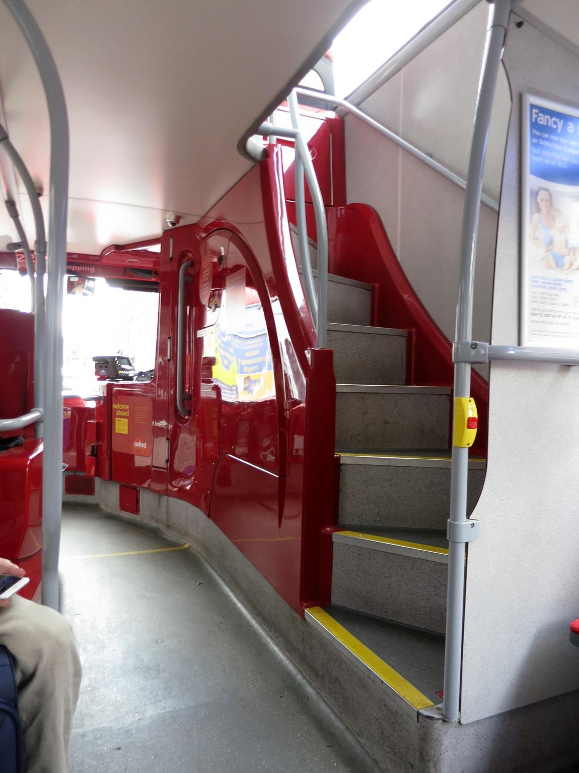 Лестница в двух ярусном автобусе (Англия)