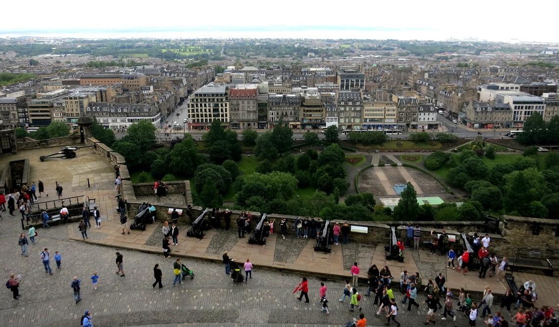 Вид на город из Эдинбургского замка