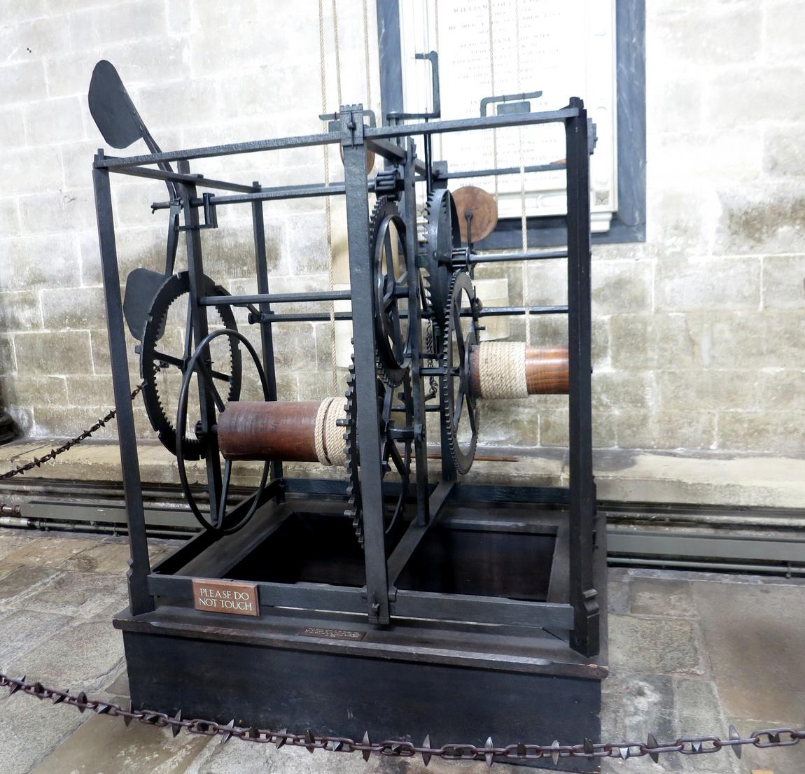 Город Солсбери - старинные часы
