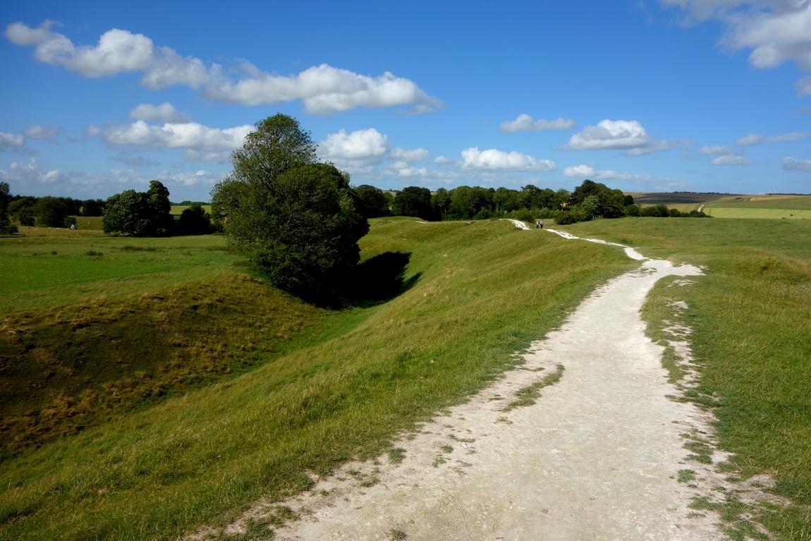 Ров и насыпь в Эвбери (Англия)