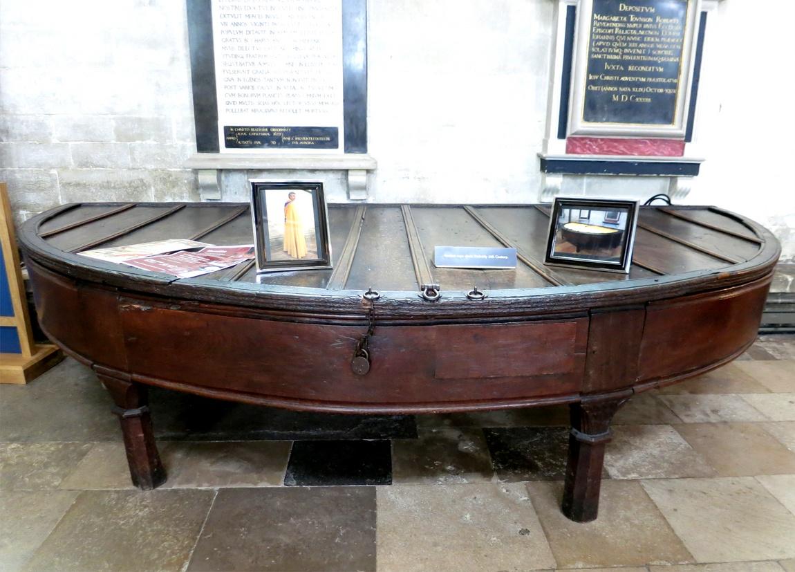 Солсберийский Собор стол где хранились ризы