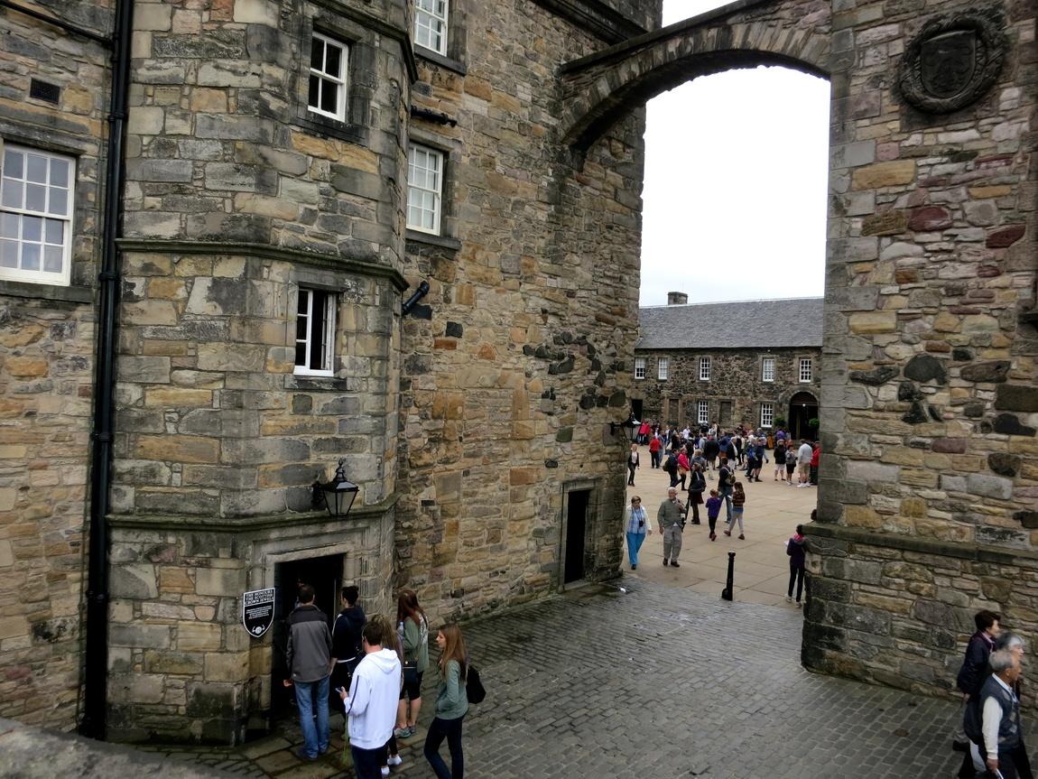 Внутренний двор в Эдинбургском замке