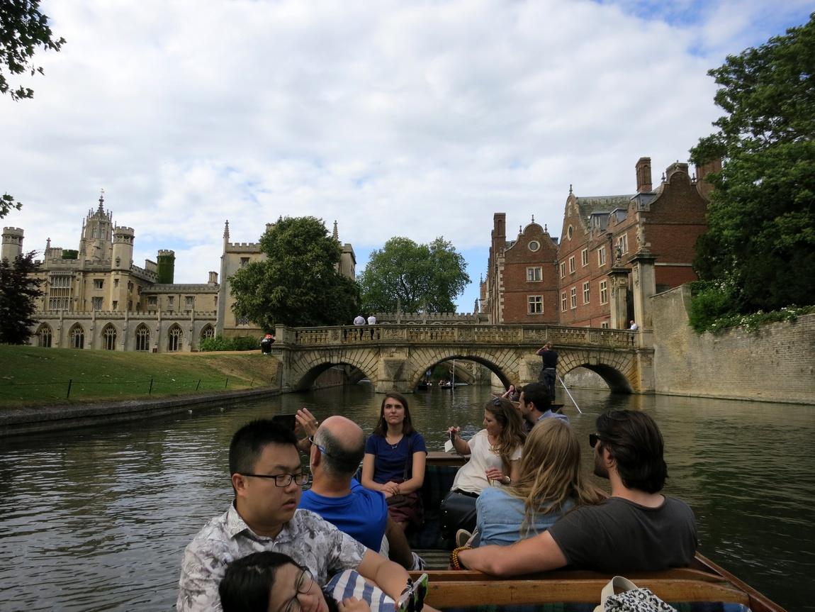 Катание на лодках по реке Кем в Кембридже