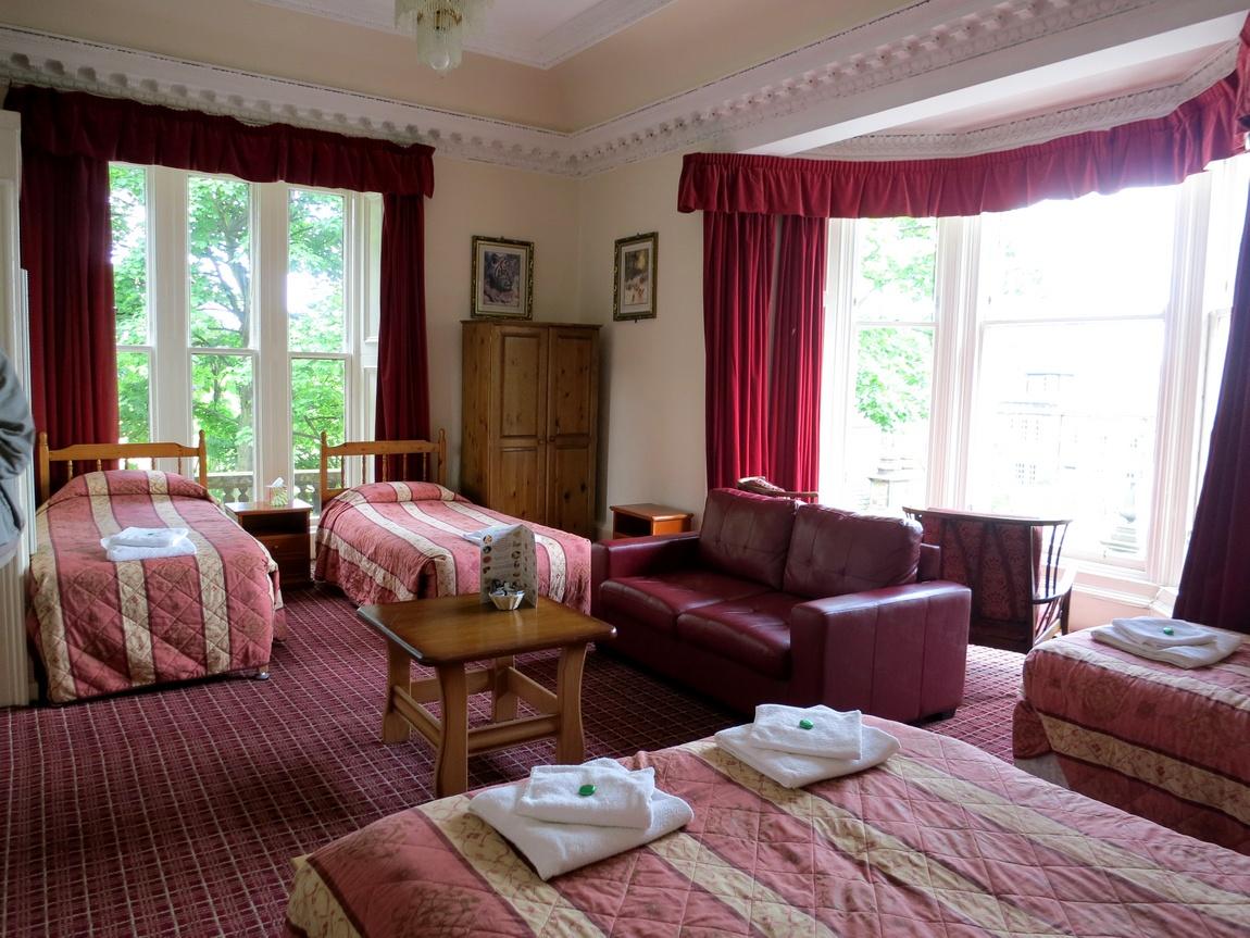 Наш отель в Эдинбурге. Старинное викторианское здание