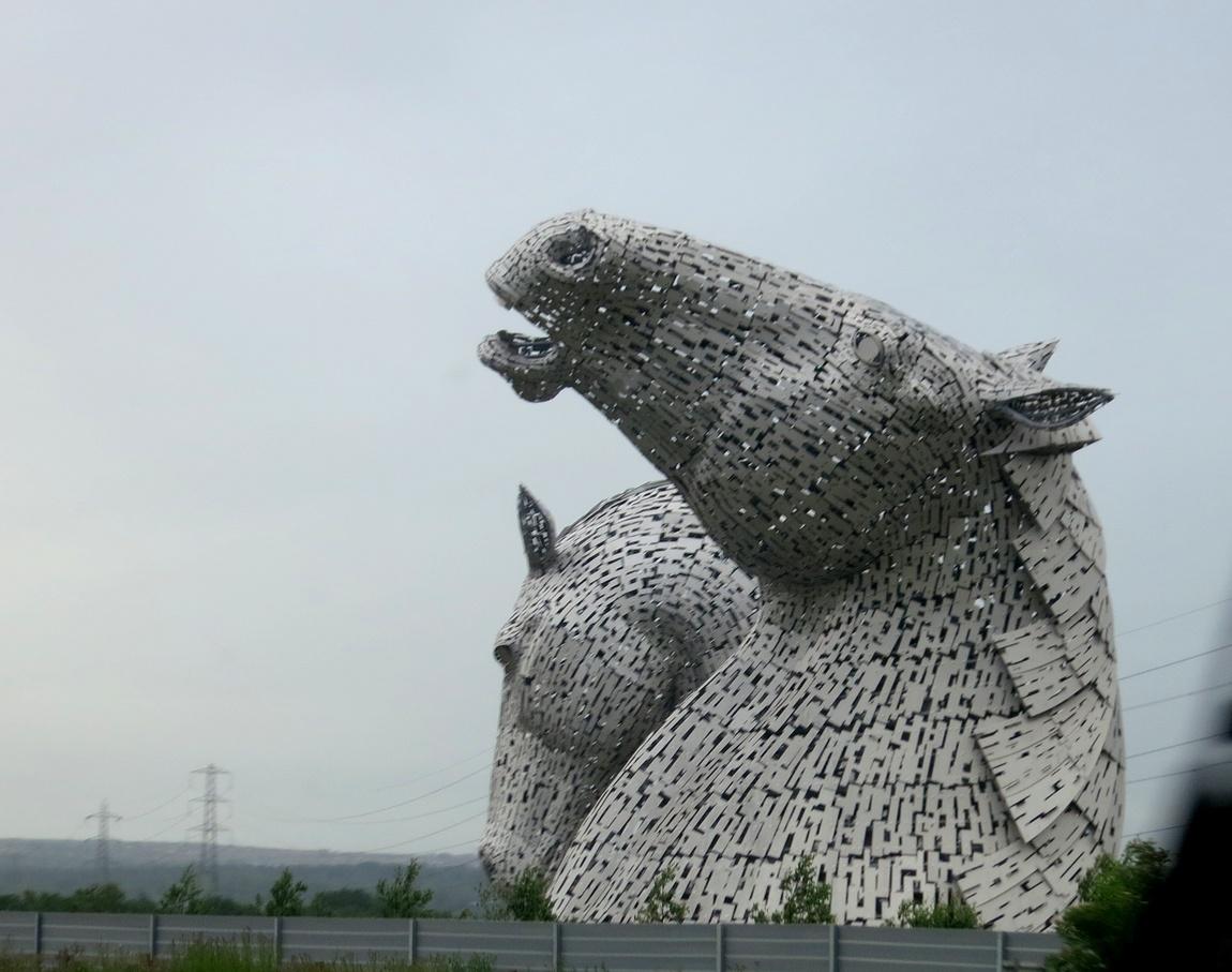 Скульптуры гигантских лошадей у Эдинбурга,
