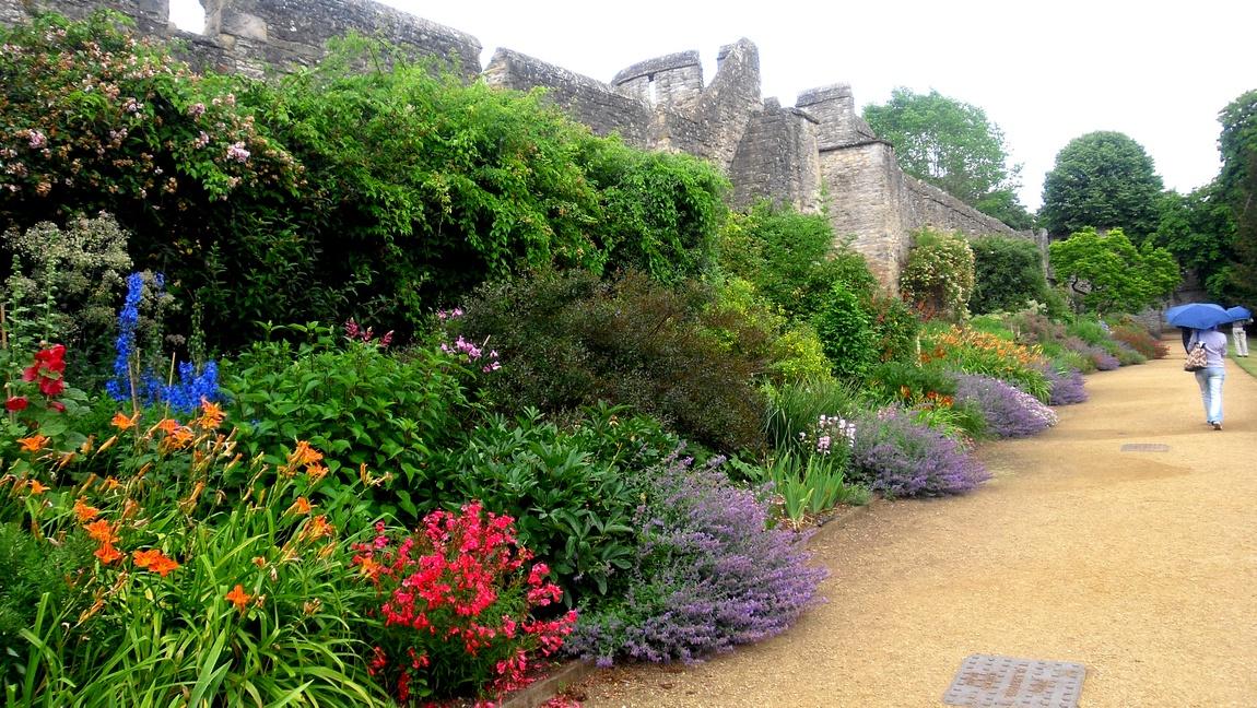Старинные сады при колледже Нью-Колледж (Англия).