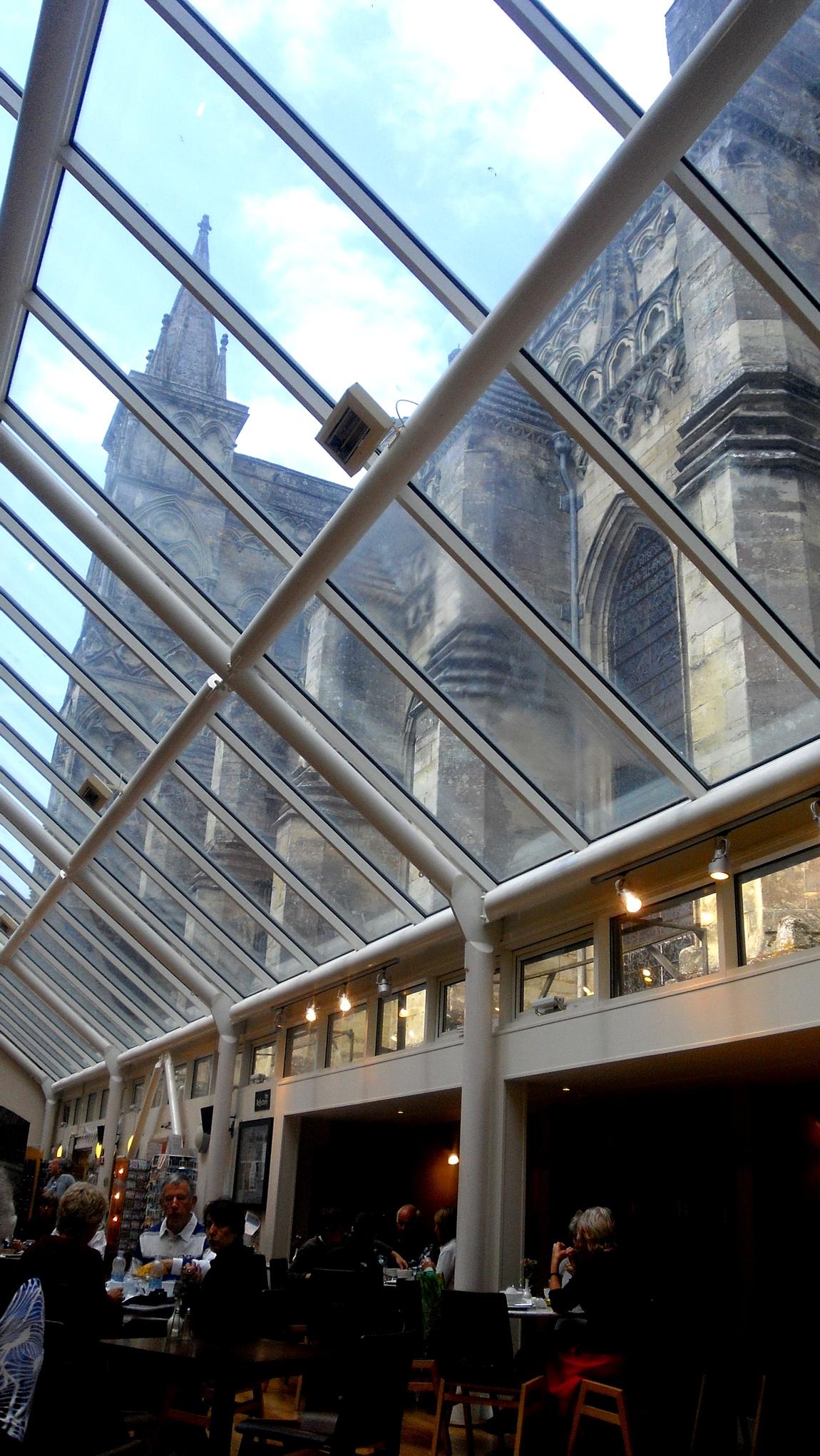 Стеклянная крыша во внутреннем дворе - Солсберийский Собор