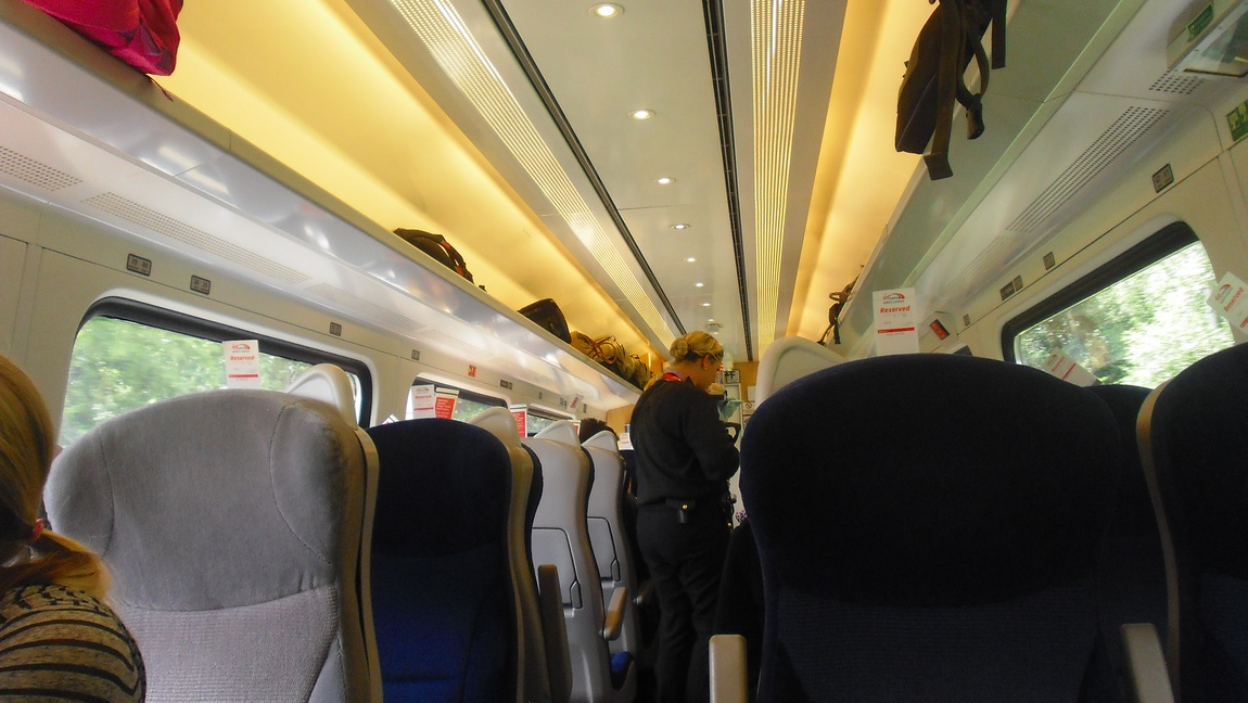 Электропоезд в Англии