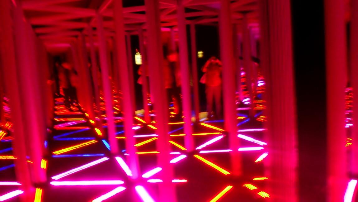 Зеркальный лабиринт - музей оптических иллюзий