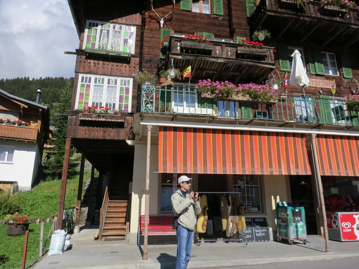 В горном посёлке Мюррен (Murren) на высоте 1600 м. (Швейцария)
