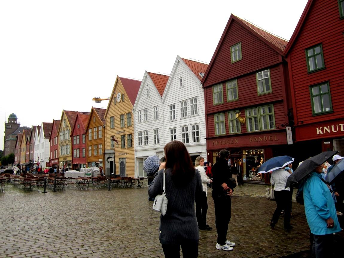 В городе Берген. Посетили квартал старинных деревянных домов. (Норвегия)
