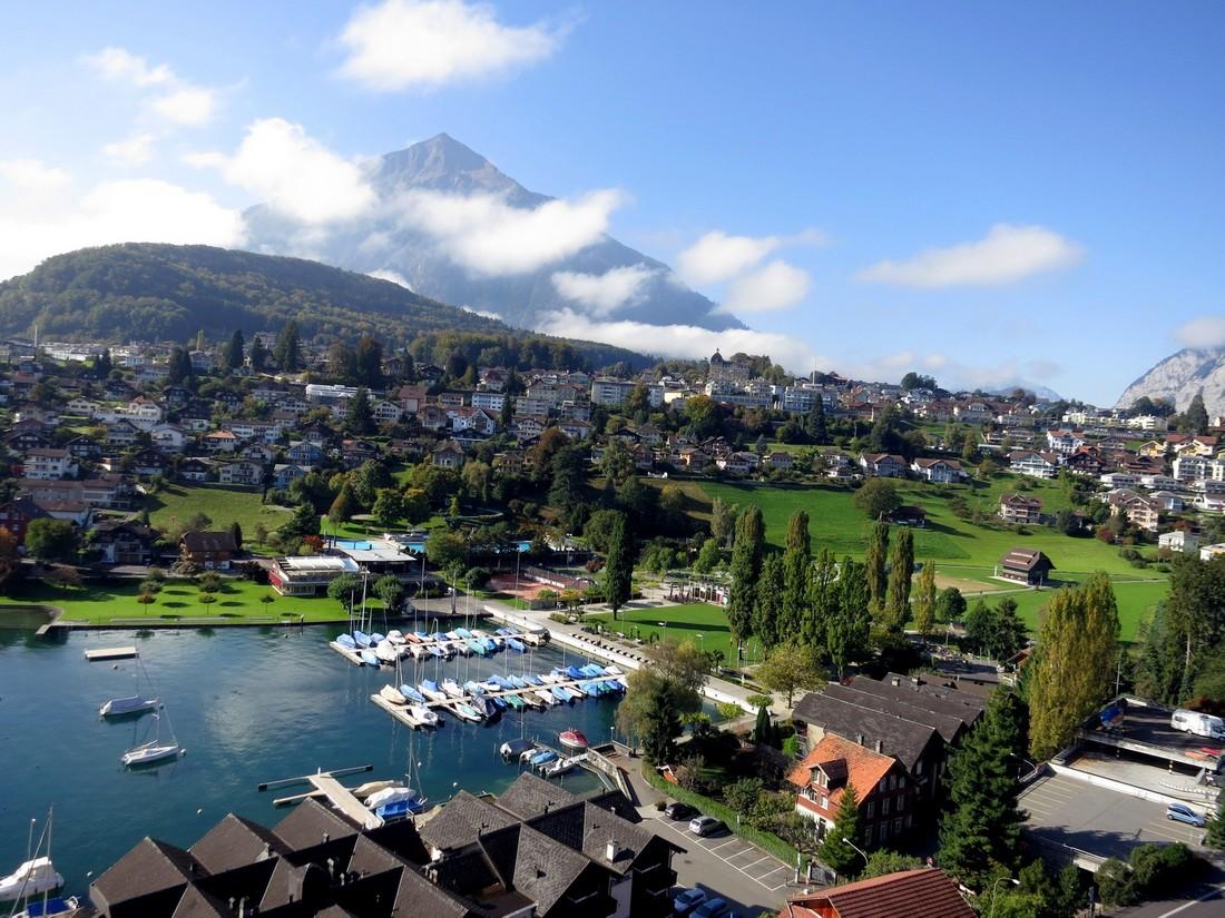 Замок Шпиц - обзор на городрк в Швейцарии