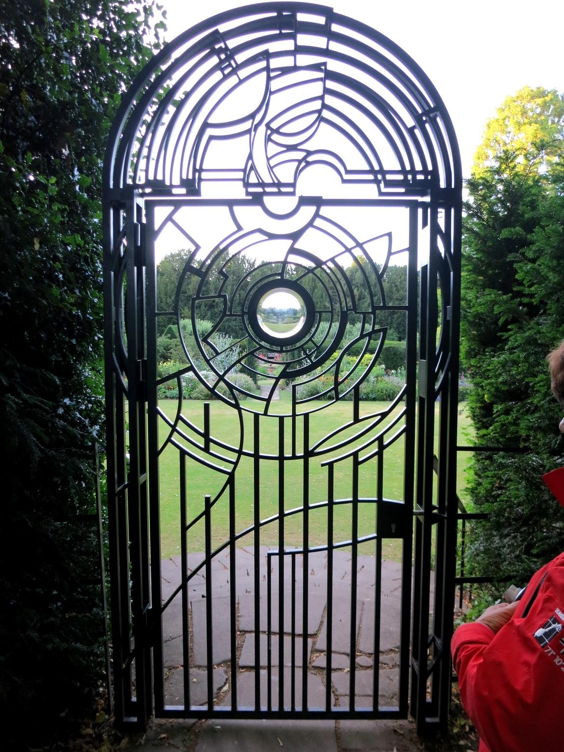 Ворота на территорию парка колледжа в городе Кембридж (Англия)