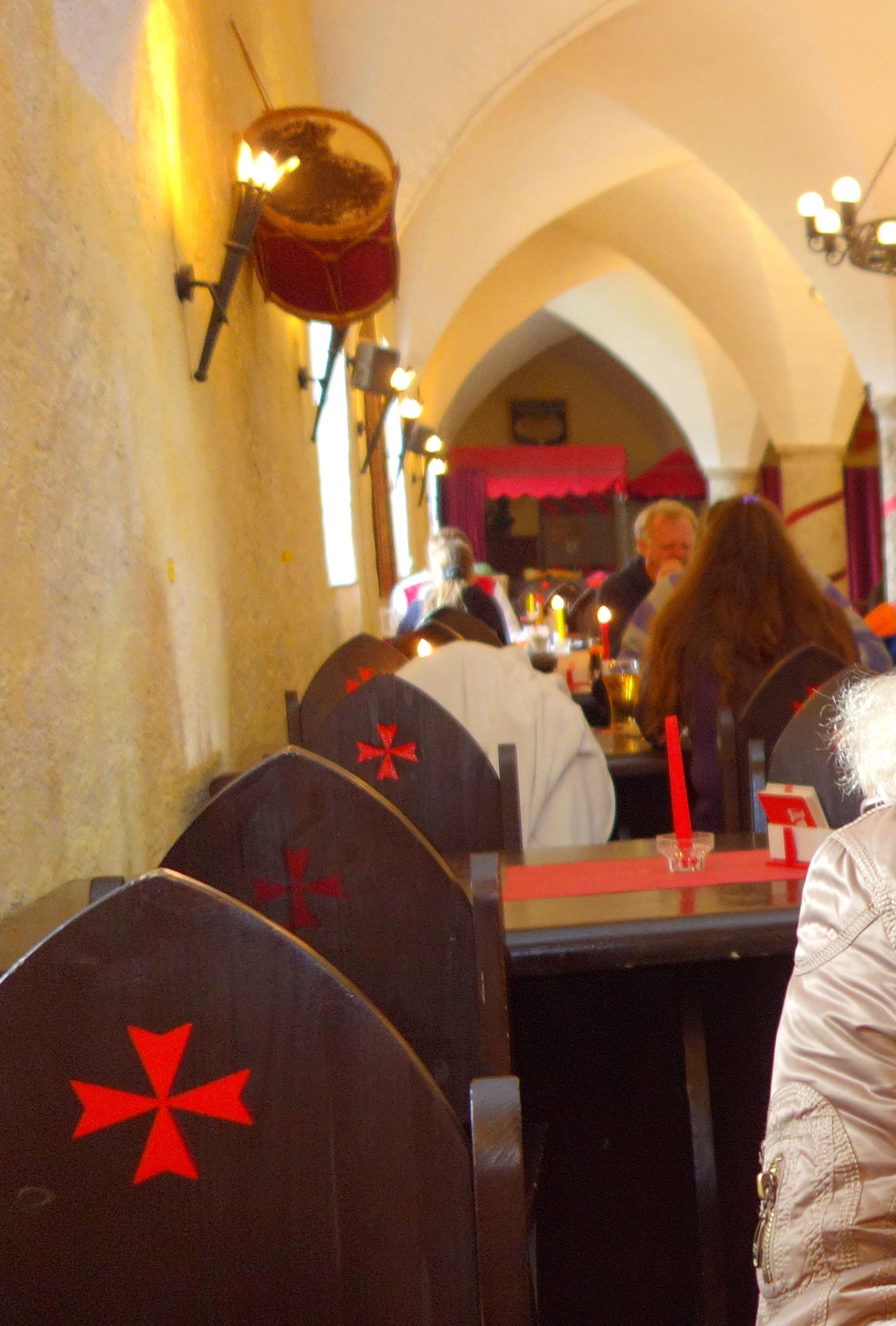 Кафе в рыцарском стиле в крепости Хоэнзальцбург