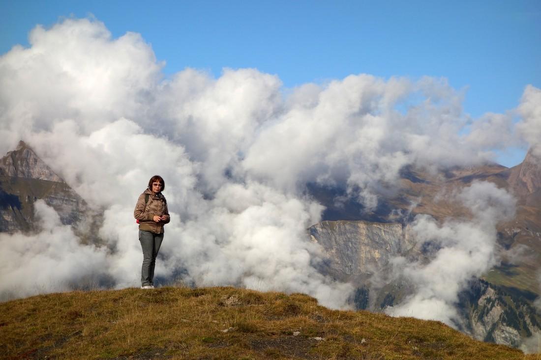 Горы и облака на горе Манлихен в Швейцарии