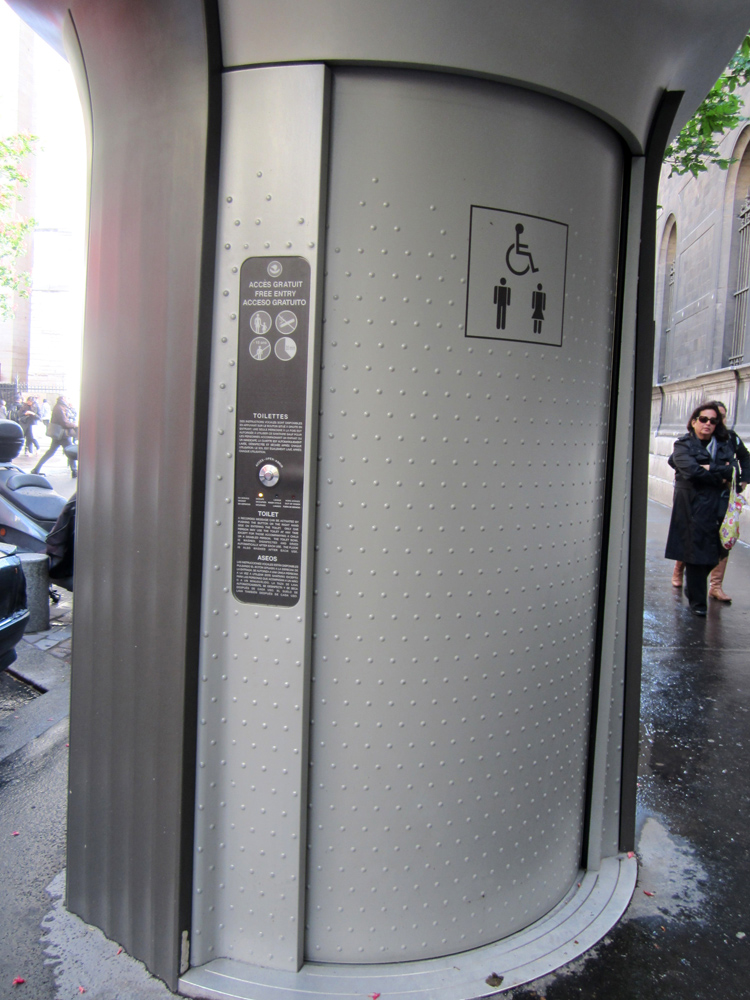 Туалет на улице в Европе