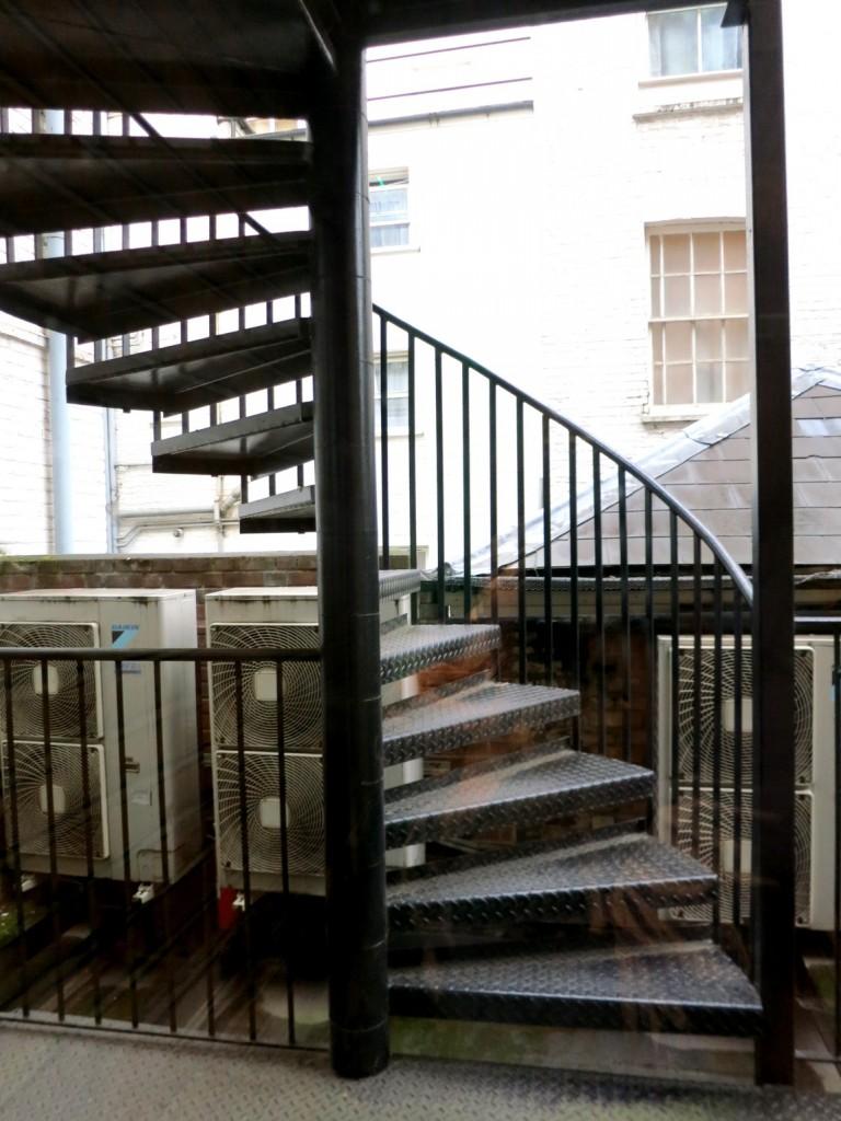 Лестница в гостинице Лондона (Англия)