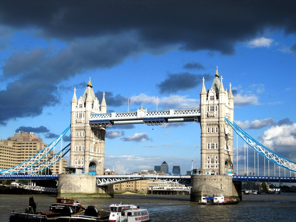 Тауэрский мост в Лондоне (Англия)