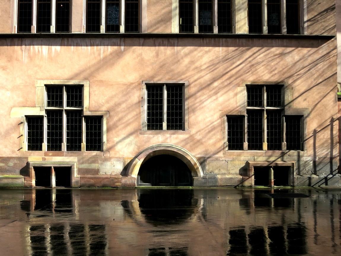 Отражение на мокром асфальте. (Германия)
