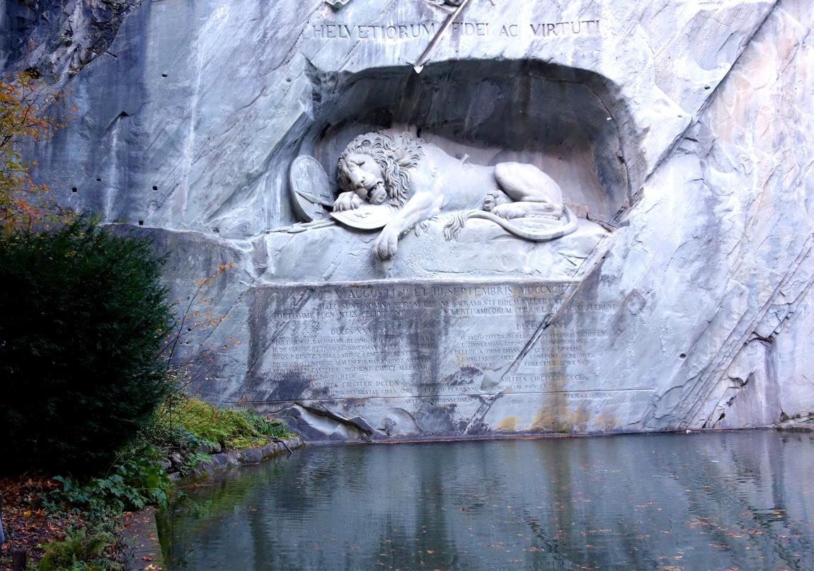 """""""Плачущий лев"""" в Люцерне (Швейцария)."""