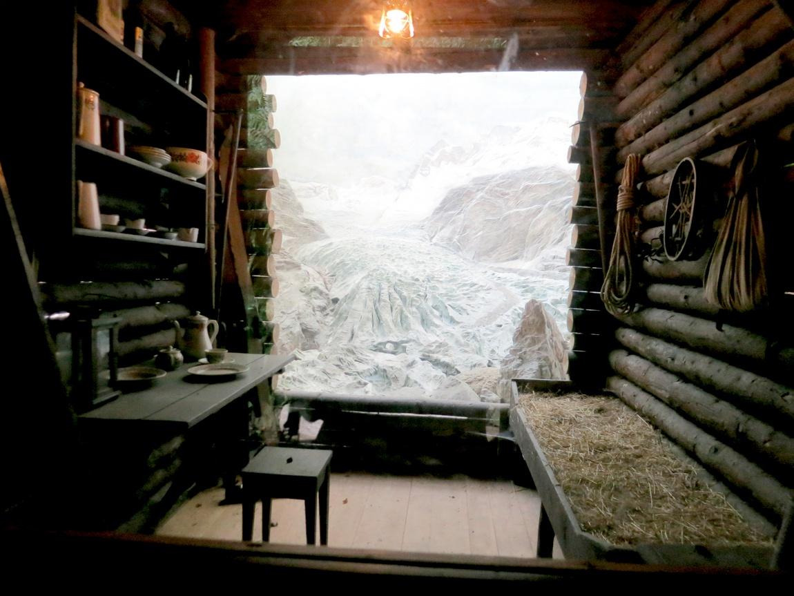 Экспозиция древнего жилища в Ледниковом саду -Люцерн