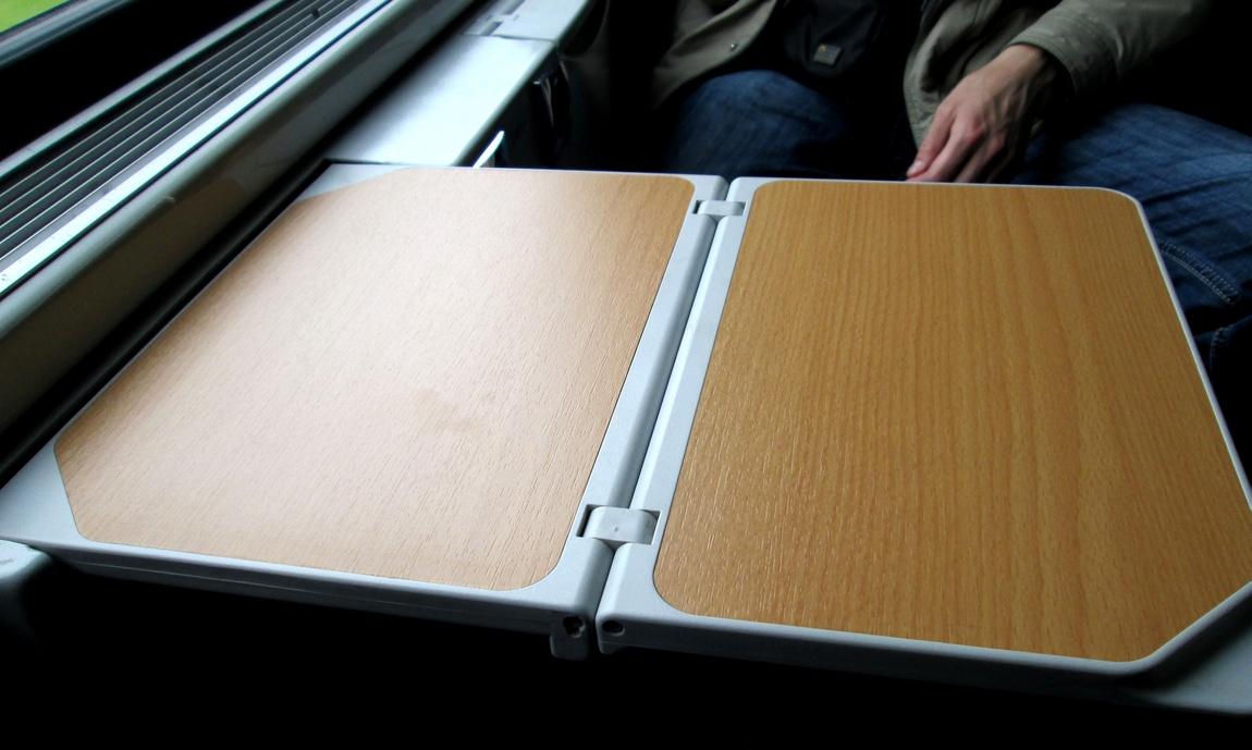 Полка откидная в поезде (Швейцария)