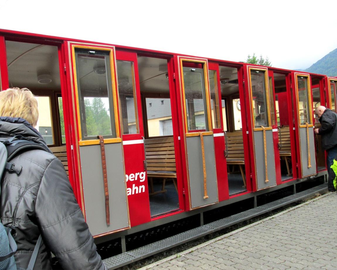 Вагон к паровозу (Австрия)