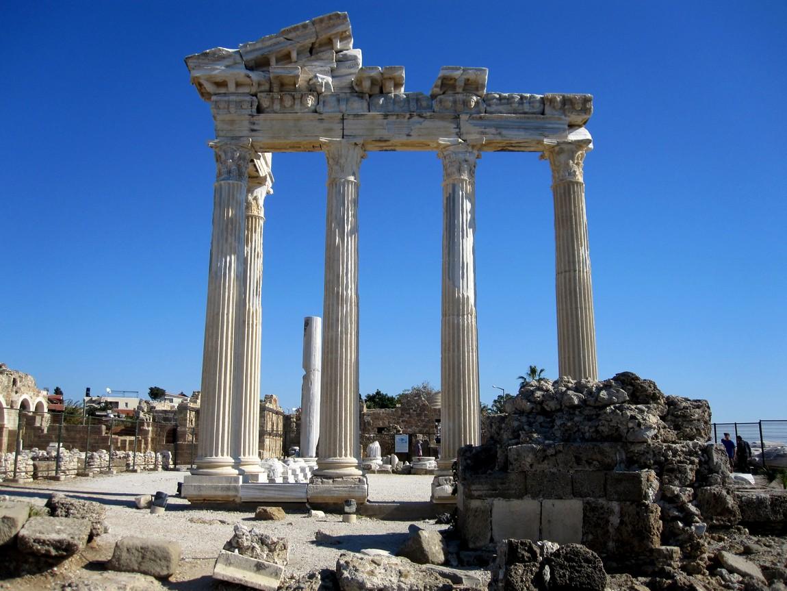 Храм Аполлона в Сиде (Турция)