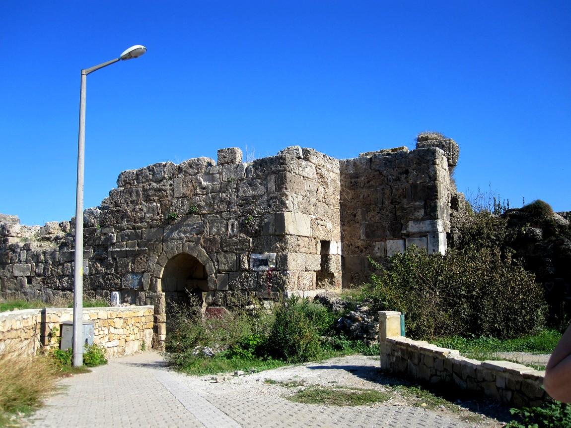 Вход в древний город Сиде со стороны моря