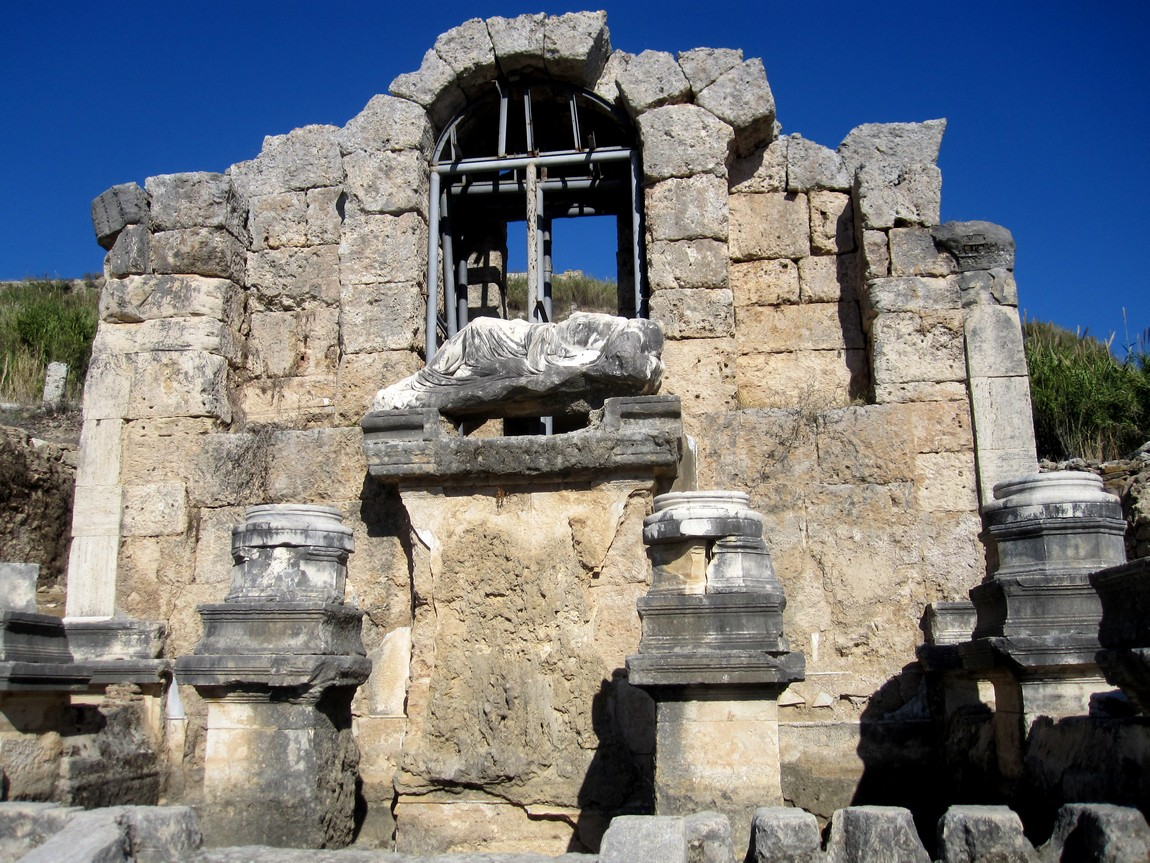 Древний город Перге - Нимфеон
