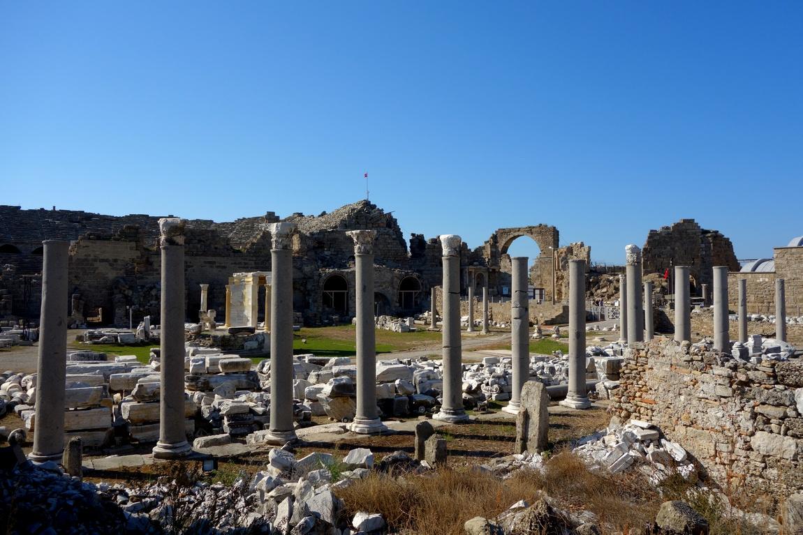 Руины древнего города Сиде (Турция)