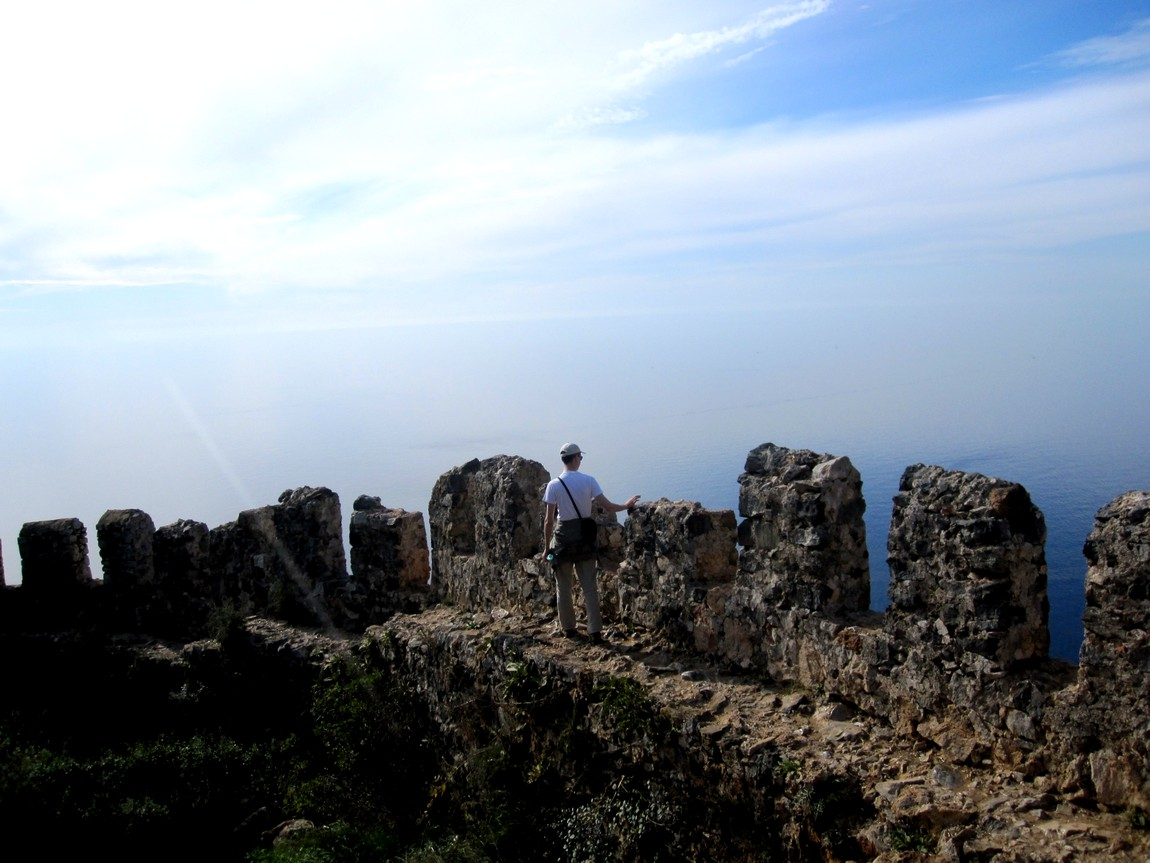 Крепостная стена Сельджукской крепости в Аланьи
