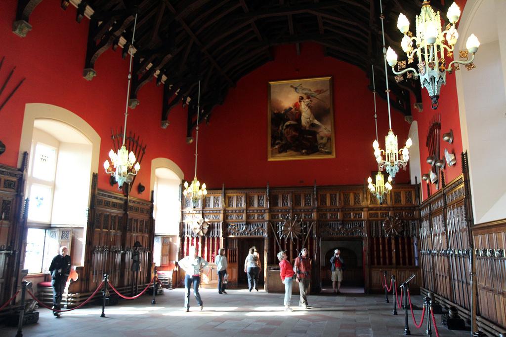 Эдинбургский замок -зал оружия