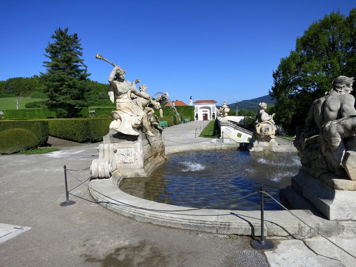 Фонтан в парке Крумловского замка