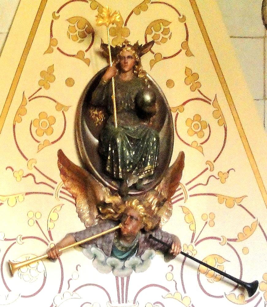 Ангел над камином в замке Кардифф