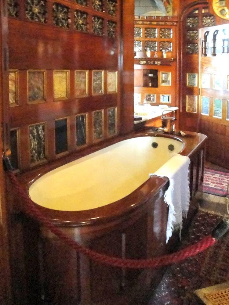 Ванная комната в замке Кардифф