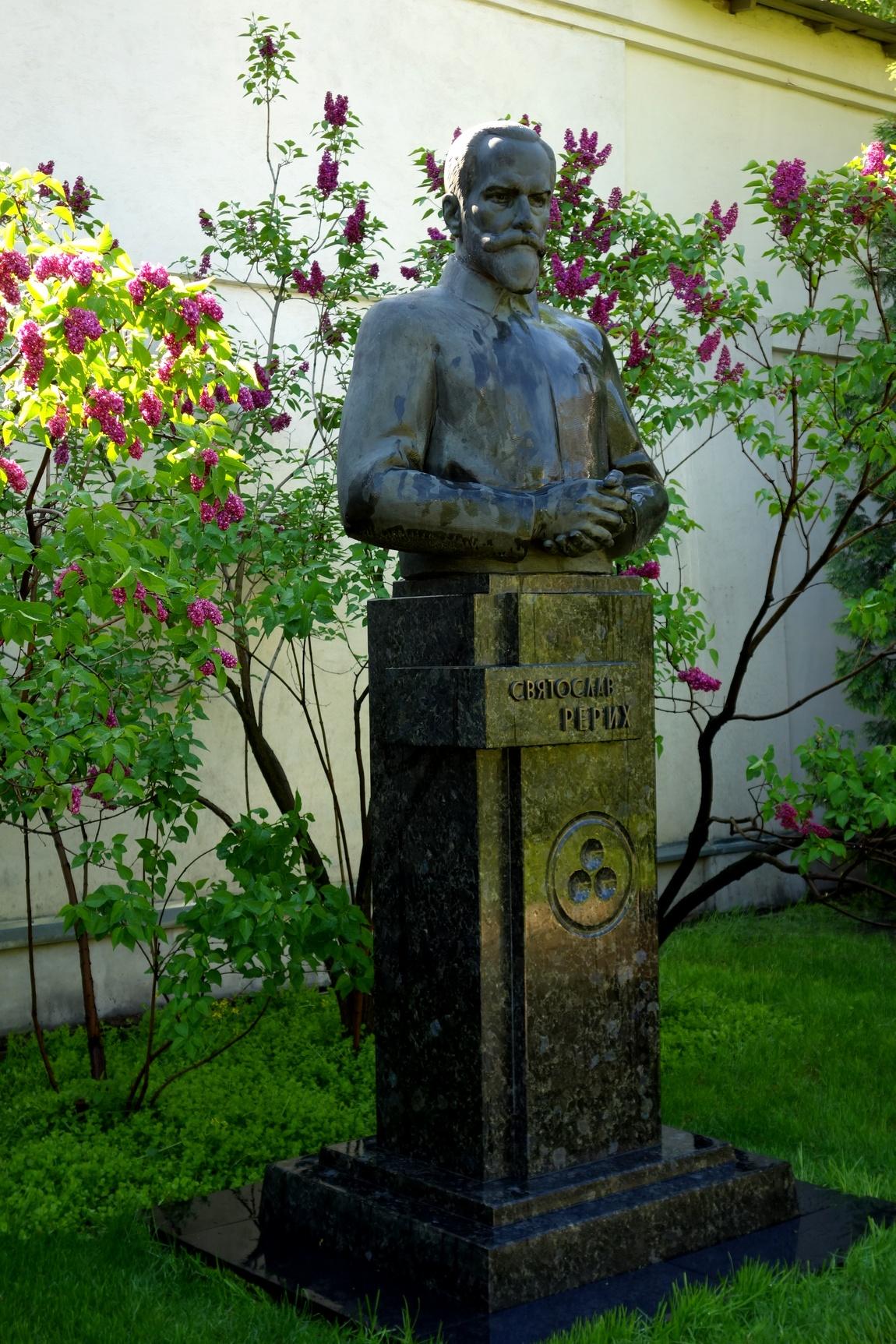 Музей Рериха - бюст Святослава Рериха