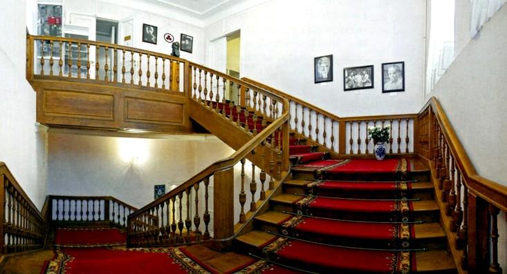Музей Рериха - лестница