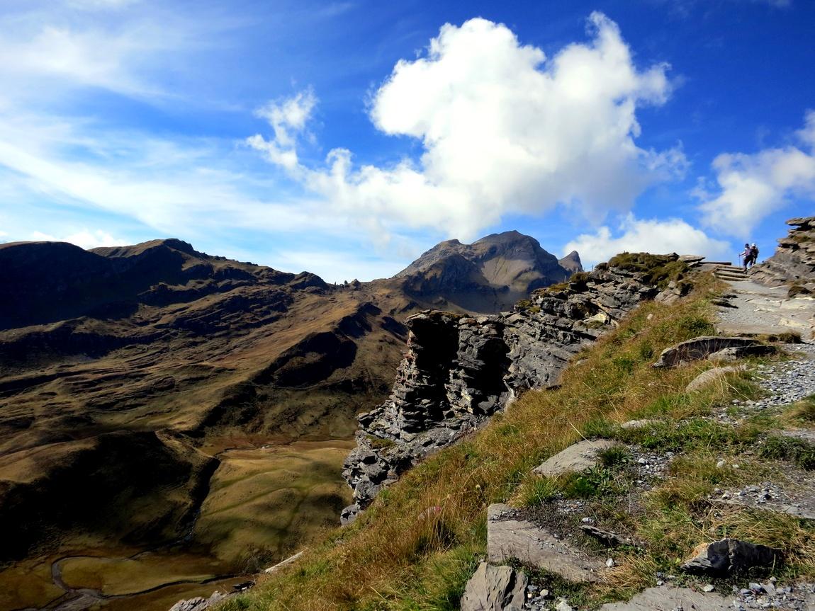 Гора First в Швейцарии высотой 2168 м., и находится на склоне долины Lütschental