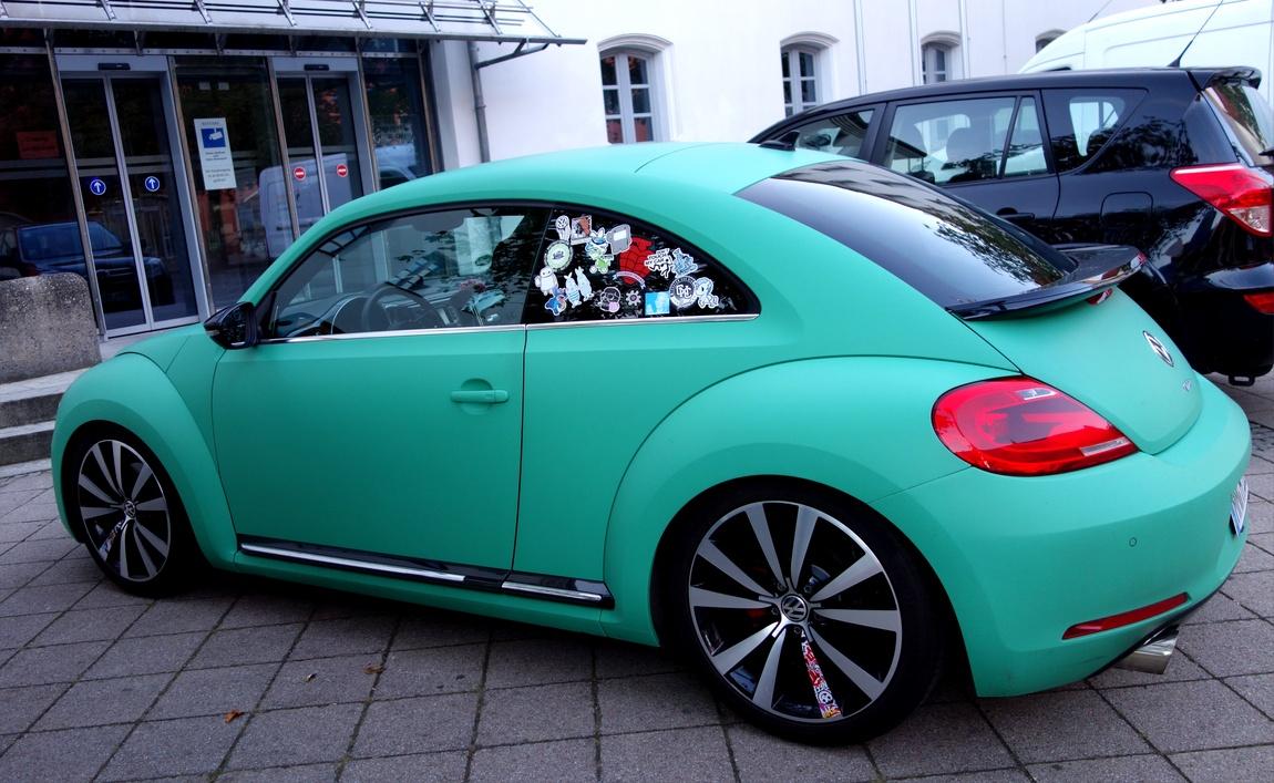 Машина с наклейками в Австрии