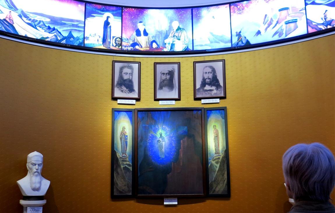 Зал Учителей в музее Рериха