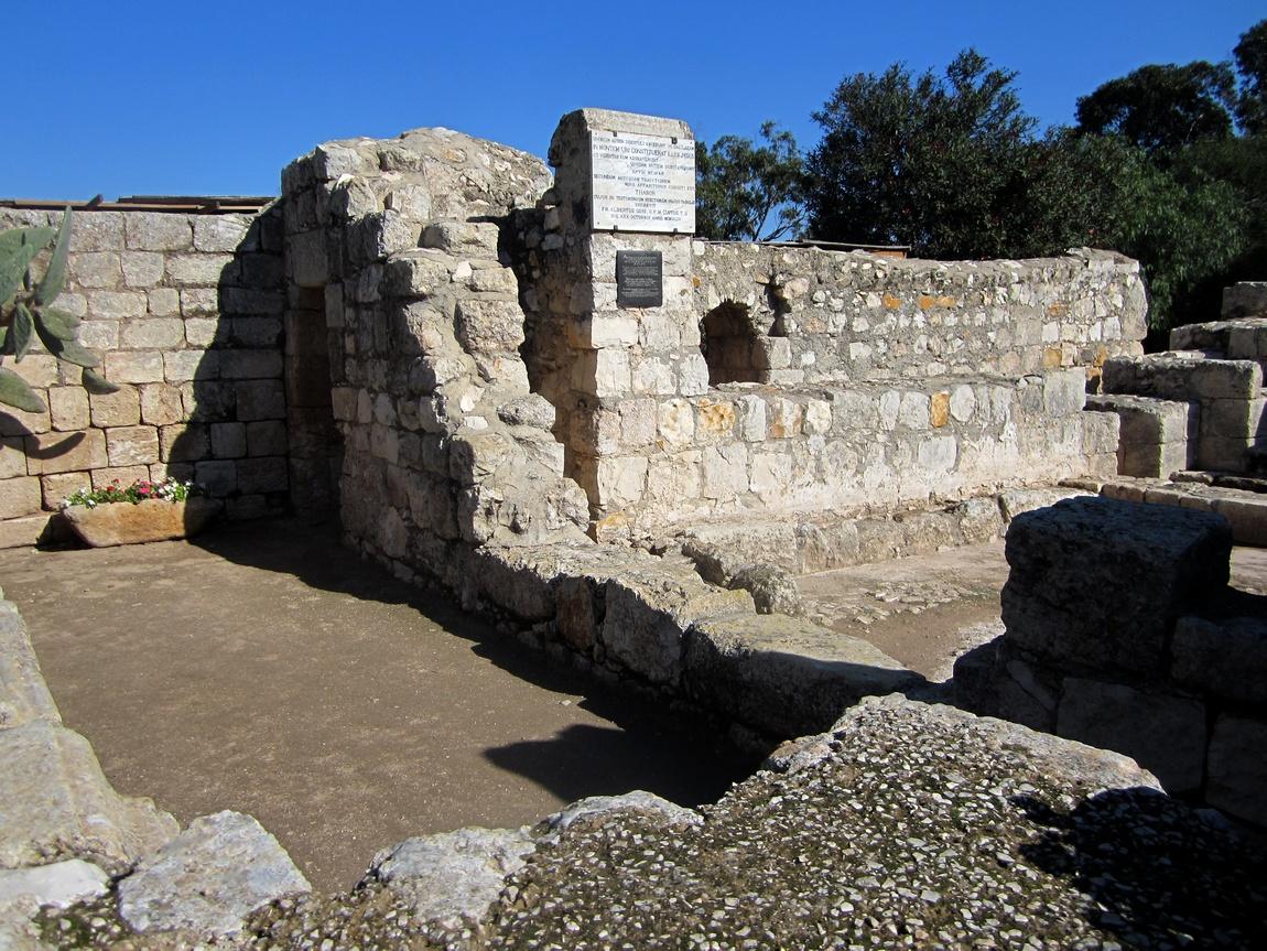 Руины старого храма на горе Фавор